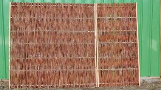 Weidenpaneel mit Holzrahmen vd. Maße